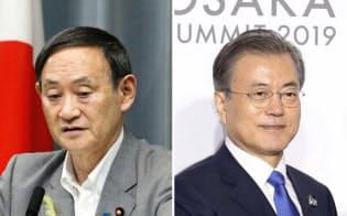 菅官房長官(左)と韓国の文在寅大統領=共同