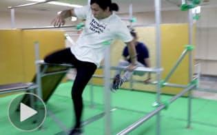 障害物乗り越える「パルクール」、驚異の身体技術