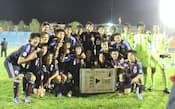 来年のU-17W杯出場権を獲得し、喜ぶ日本イレブン