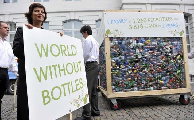 ベルギーのイベントで展示されたペットボトルごみ