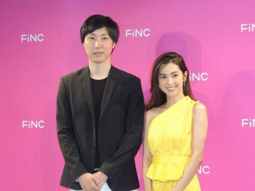FiNCの溝口勇児社長(左)と同社CMに出演している中村アンさん