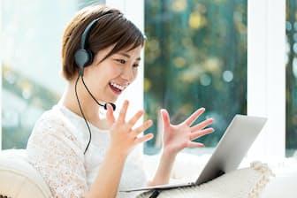 語学のスキルを生かせばオンラインの語学講師の副業もできる=PIXTA