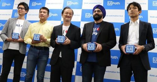 UiPath、米ペテューム、ABEJAなどの幹部ら。左から3人目がUiPathの長谷川康一社長