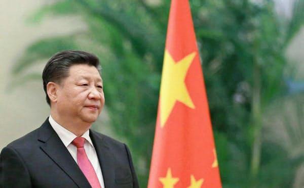 中国は通信インフラで世界各国への影響力を強め、それを使ったビジネスでも優位に立とうとしている(習近平主席)=共同