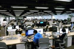 東京・渋谷の複合ビル「ヒカリエ」の25階。commの開発チームは70人までふくれた