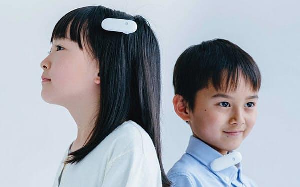 オンテナは髪の毛や耳たぶ、襟元、袖口などに付けて使用する