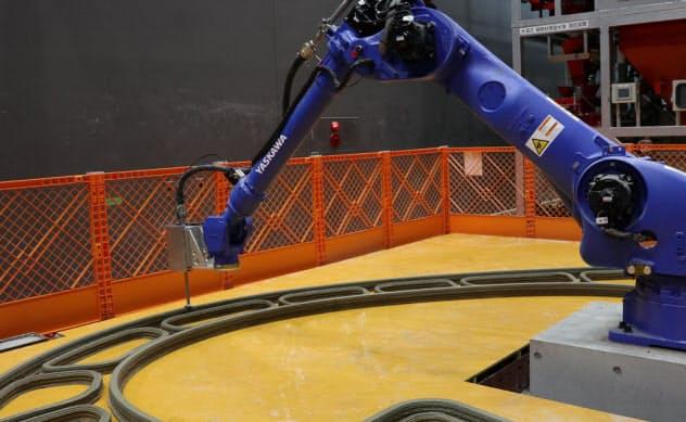 大林組が発表した3Dプリンター。セメント系材料を用いて国内最大規模の構造物を製造できる