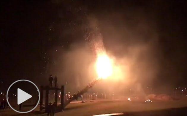 京都・洛北 夜空焦がす炎の祭礼