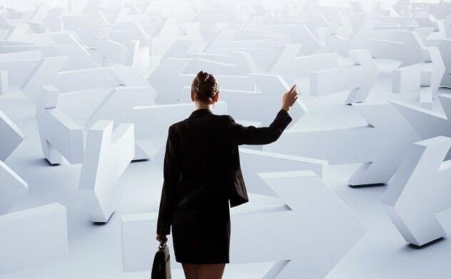キャリア迷路から脱出するには「公私混同力」がカギに(写真はイメージ=PIXTA)