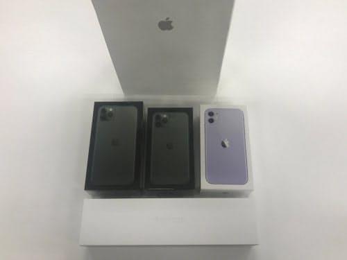無事購入した新型iPhone3機種とApple Watch Series 5。箱に描かれているのが本体ディスプレー面でなくカメラのある背面になった(撮影:日経 xTECH)