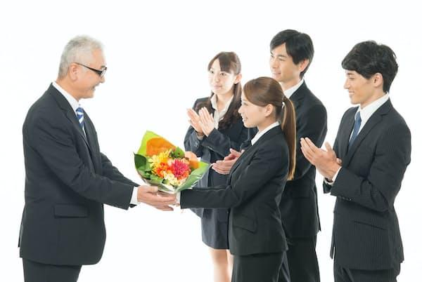 定年後の転職は受け入れ先探しで苦労するケースが少なくないという。写真はイメージ=PIXTA