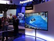 パナソニックは有機ELテレビを展示し、技術力をアピール