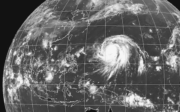 台風19号は南海上で「急速強化」と呼ばれる急激な発達を遂げた