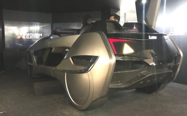 三菱電機のコンセプトカー「EMIRAI4(2019)」。自動運転車の快適な車内空間の実現を目指して開発した。ただし、走行機能は持たない(写真:日経 xTECH)