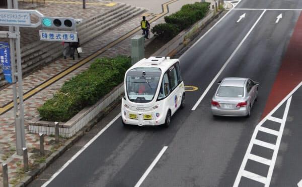 公道を走行している自動運転バスの様子(撮影:日経 xTECH)