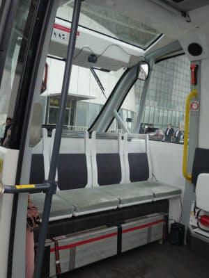 車両内部の前方側の様子(撮影:日経 xTECH)