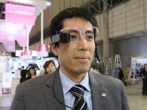 右目のみに表示が出る「高輝度小型ARグラス」(撮影:日経 xTECH)