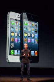2012年9月 、「iPhone5」を発表する米アップルのティム・クックCEO(サンフランシスコ)