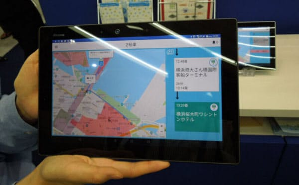 「AI運行バス」のアプリの画面。AIがその時の状況に合わせて最適なルートを決める。バスは乗り合い型である(写真:日経 xTECH)