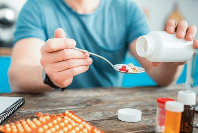 サプリ大国・米国では、筋肉増強や減量のためにサプリメントを飲む若者が多い。写真はイメージ=(C) Viacheslav Iakobchuk-123RF