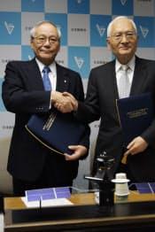 日本医師会の横倉会長(左)とJAXAの立川理事長