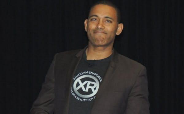 「XR」のTシャツを着て登壇した米クアルコムのサイーダ・バカディア製品担当ディレクター