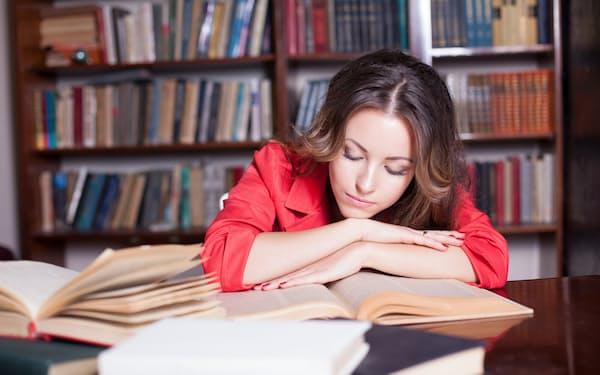 デジタル時代でも書物による勉強の重要性は変わらない。画像はイメージ=PIXTA