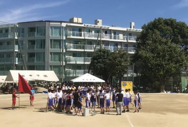 2014~17年は、体育館新築のため外部のグラウンドを借りて運動会が行われたが、2018年から学校での開催に戻った