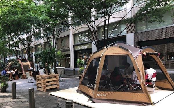 新事業ではオフィスを飛び出してテントでの会議なども扱っている。東京・丸の内にもテントでの会議が登場