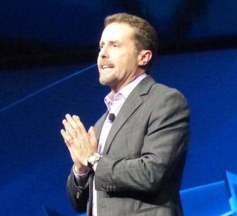PS4を発表するアンドリュー・ハウスSCE社長