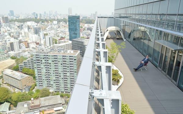 東京・原宿のど真ん中、高層ビルの最上階にあるヘッドクォーターズ3。広々としたテラスにテントを張ることもある(写真:栗原克己、以下同)