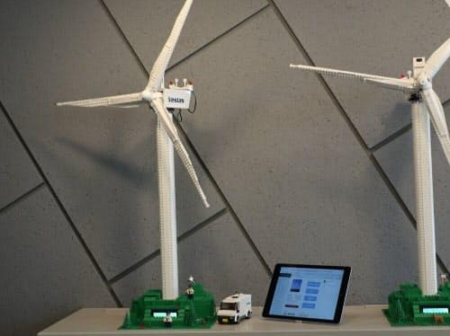 カスタマーブリーフィングセンター内にあるブロックで作った風車でトラブル管理のデモを見せる