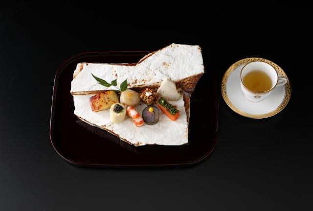 有田焼の器も晩餐会と同じもの。華やかな和洋折衷の八寸
