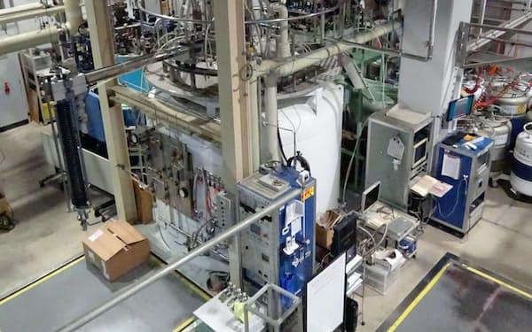 東大物性研究所のヘリウム液化装置。10月から外部の研究者も使えるようにした