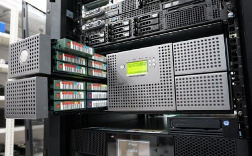 多様なテープドライブを常設