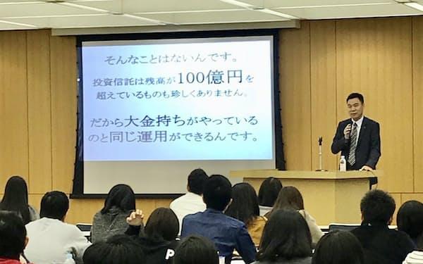 滋賀銀行の行員を前に講演する中国銀行・八杉氏