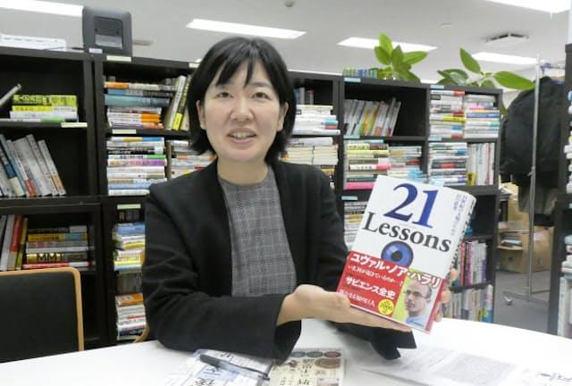 「頭の中をぐちゃぐちゃにされる体験も読書の楽しみ」と話す安藤奈々氏