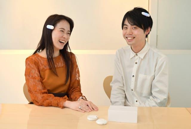 耳が不自由な人でも音を体感できる「オンテナ」。家電アドバイザーの資格を持つ女優の奈津子さんが開発者の本多さんに話を聞いた