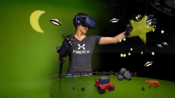 VRに香りや触感を活用する試みも進んでいる(写真はグローブで触感を再現する米ハプテックスの取り組み)