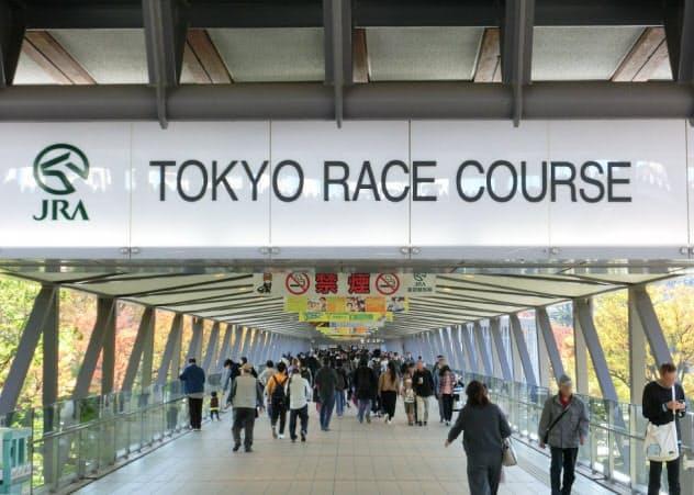 G1など人気レースのときは人でごった返す東京競馬場(東京都府中市)