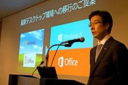 9日、ウィンドウズXPのサポート終了まで1年を切り、新世代OSへの移行を呼びかける日本マイクロソフト樋口泰行社長(東京・港)