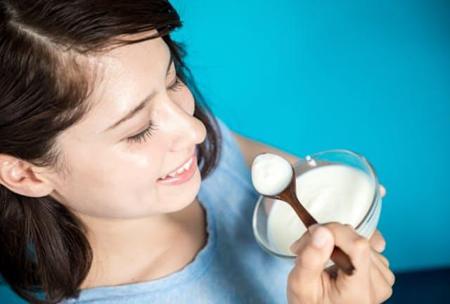 ヨーグルト製品でよく見るビフィズス菌を腸活に生かすには(写真はイメージ=PIXTA)