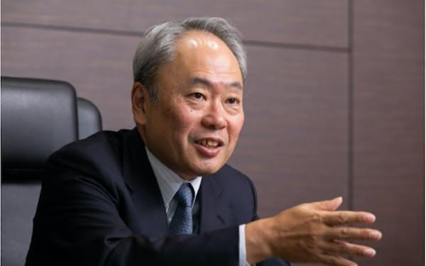 冨山和彦(とやま・かずひこ)                                                   経営共創基盤最高経営責任者(CEO)。1985年東京大学法学部卒業。ボストン・コンサルティング・グループなどを経て、2003年に産業再生機構の最高執行責任者(COO)に就任。カネボウなどの再生案件に関わる。07年経営共創基盤を設立。パナソニック社外取締役、東京電力ホールディングス社外取締役などを務める(写真:北山宏一)