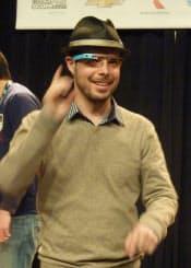 グーグル・グラスを説明するグーグルのティモシー・ジョーダン氏