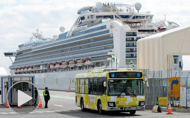 クルーズ船乗客下船開始 専門家「船内の対策不十分」