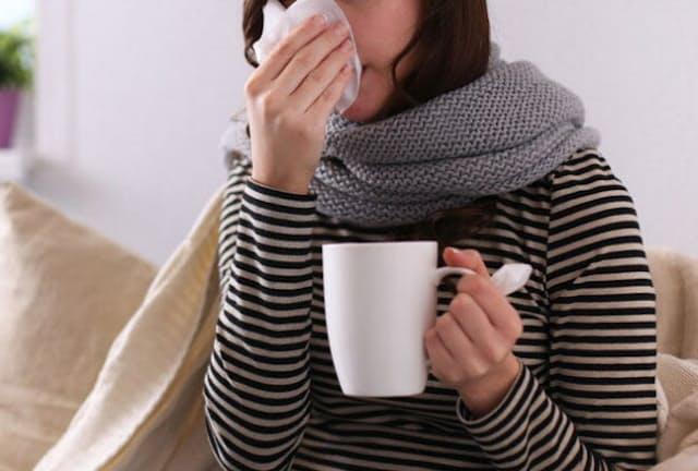咳・倦怠感・発熱などの症状がある人は手洗い、マスク、自宅療養などの予防行動を徹底しよう。写真はイメージ=(c) Katsiaryna Lenets-123RF