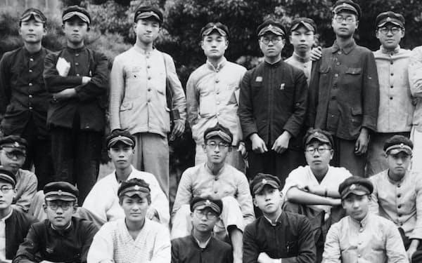 東京高校時代(後列右)