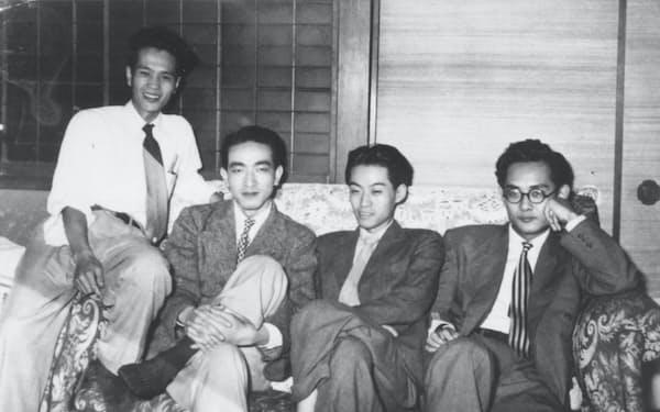 若き日の友人たち。左から森本哲郎君、筆者、高丘季昭君、氏家斉一郎君