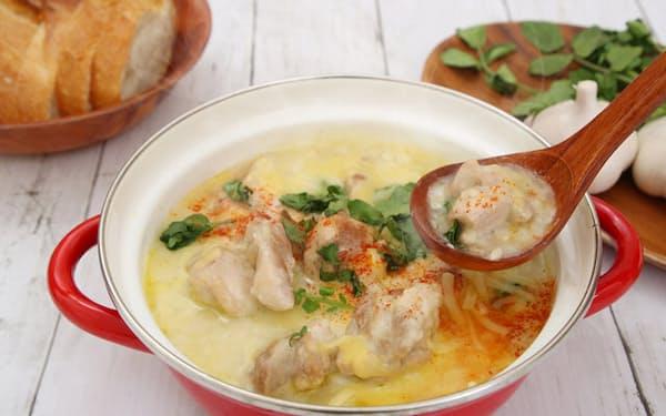 ジョージアの伝統料理、シュクメルリ=PIXTA