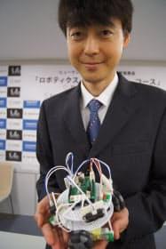 実習で使うロボットと古田氏